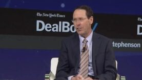 AT&T CEO speaks out on the Time Warner deal (Ingles).