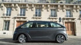NAVYA unveils driverless taxis (Ingles).