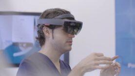 La primera intervención odontológica en el mundo con gafas de realidad mixta.