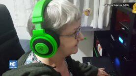 Abuela aficionada a los videojuegos causa sensación.