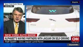 Jaguar avanza mientras Uber tropieza después del accidente.
