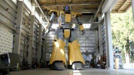 Un robot humanoide emula a Mazinger Z.