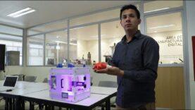 Estudiante diseña impresora 3D que produce implantes para regenerar huesos