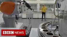 Conoce al científico robot socialmente distante