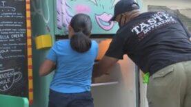 En Nueva York crean los refrigeradores comunitarios contra el hambre por la pandemia